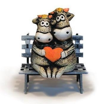 Бык и корова парочка на скамейке (шамот)