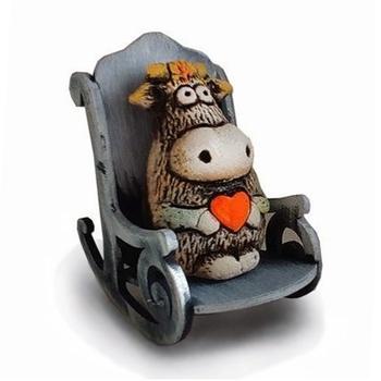 Бык с сердцем в кресле-качалке (шамот)