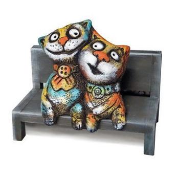 Коты на лавочке