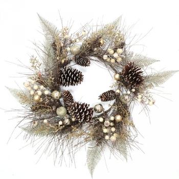 Новогодний венок с шишками и бело-серебряными ягодами