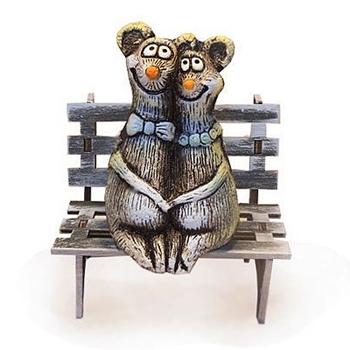 Влюблённые мышки на скамейке