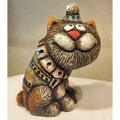 Кот в шапке сидящий №2